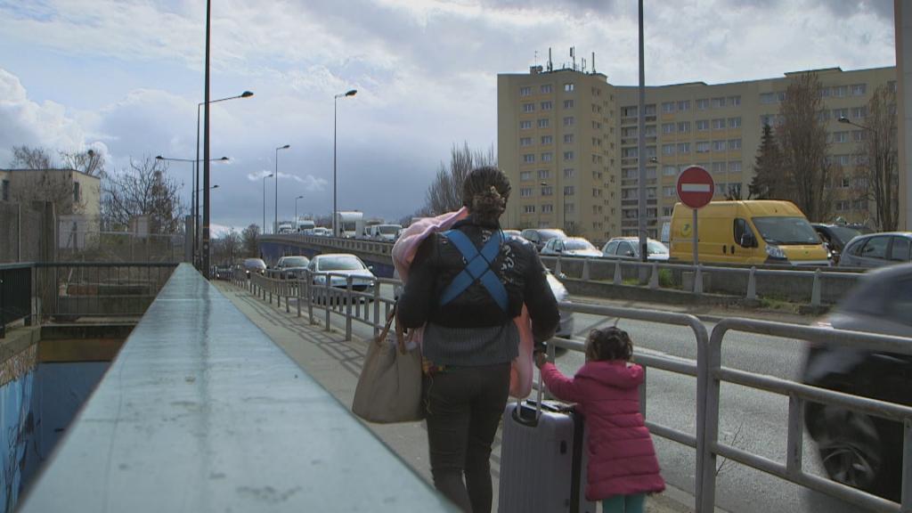 Bénédicte et ses filles le jour de sa sortie de la maternité