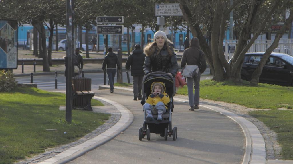 Souhila et son enfant Mahdi à Saint-Denis