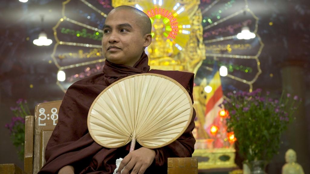 U Thaw Bita, le moine démocrate, soutient Aung San Suu Kyi dans ses prêches