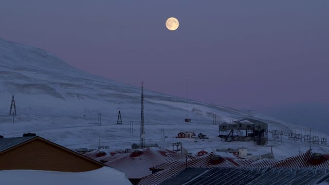 Drôle de ville pour une rencontre à... Longyearbyen