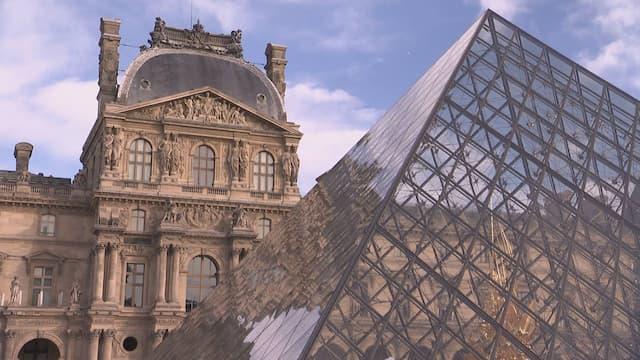 Une pyramide au coeur du palais