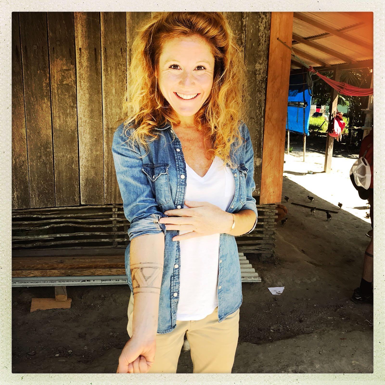 En Amazonie, Anne-Sylvie a enfin craqué pour un tatouage