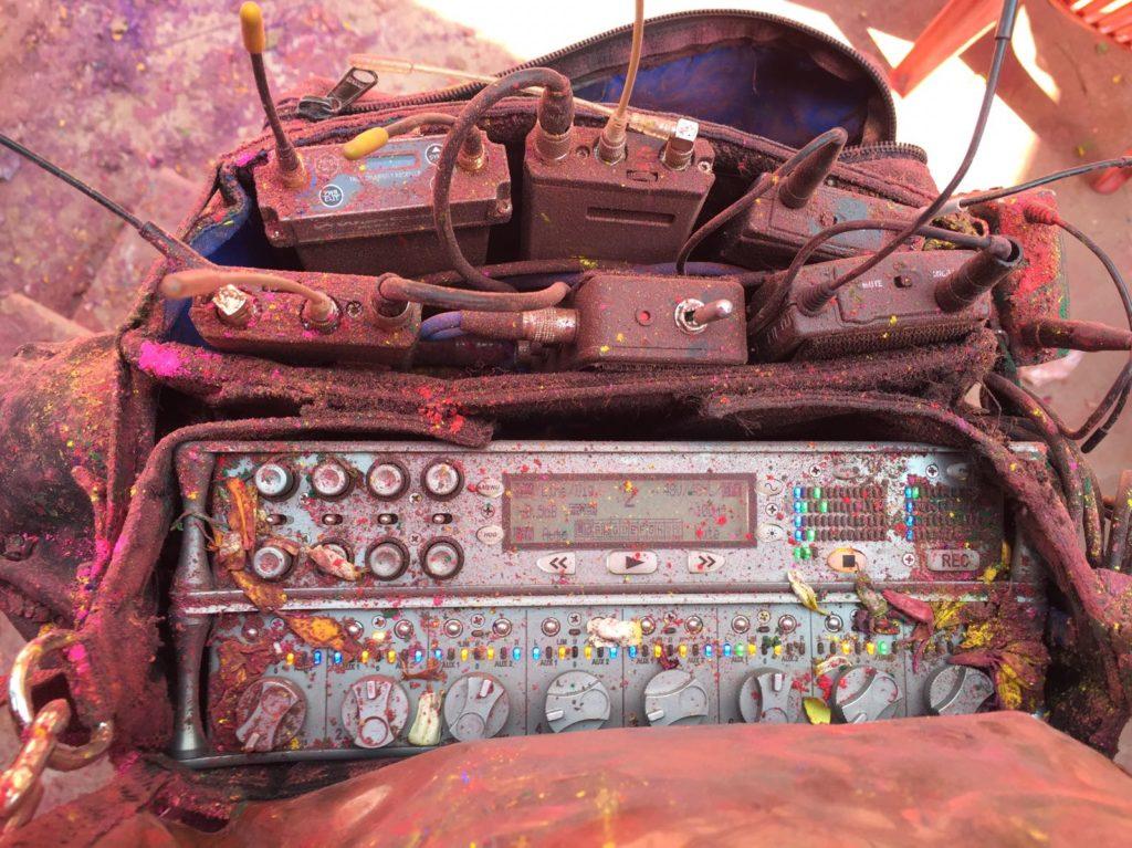 Tournage avec du son et de l'image en couleur.. en Inde